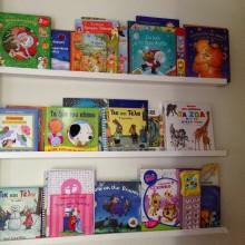 Οριζόντια Βιβλιοθήκη για παιδικό δωμάτιο- Toddler's book stand