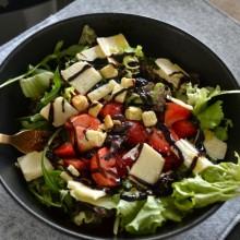 Σαλάτα με φρούτα του δάσους & παρμεζάνα – Red fruit parmezan salad