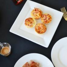 Egg Muffins με τομάτα & παρμεζάνα