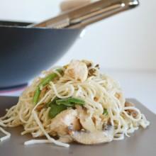 Noodles με Κοτόπουλο και Σάλτσα Φυστικοβούτυρο