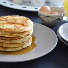 Pancakes με λεμόνι και παπαρουνόσπορο