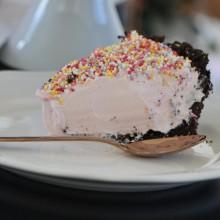 Cheesecake Φράουλα με πολύχρωμη τρούφα
