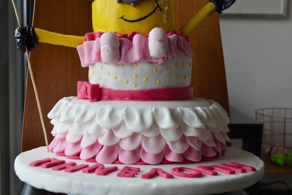 girl minion cake 4