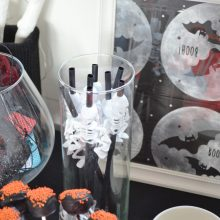 Our mini Halloween party, cake pops & chocolate cupcakes