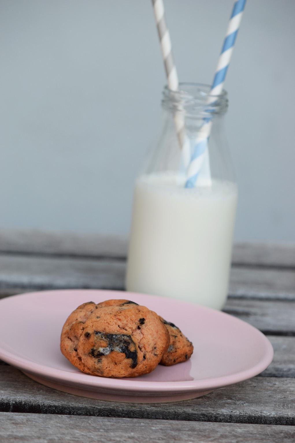 pink oreo cookies_0460