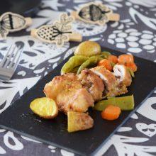 Κοτόπουλο παρμεζάνας πανέ με λαχανικά