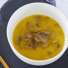 Σούπα με γάλα καρύδας και κουρκουμά